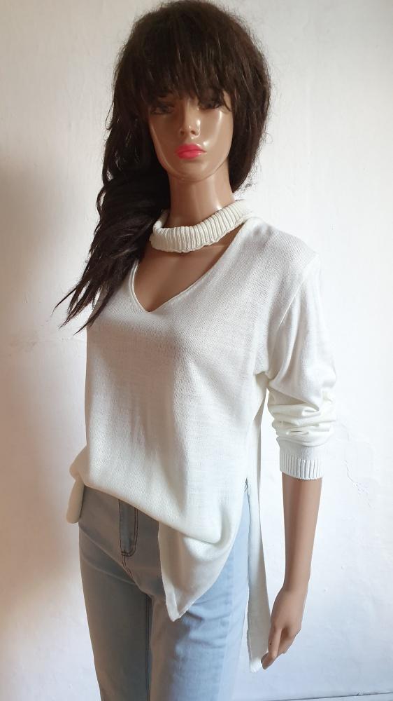 Kremowy sweterek z chokerem r M L