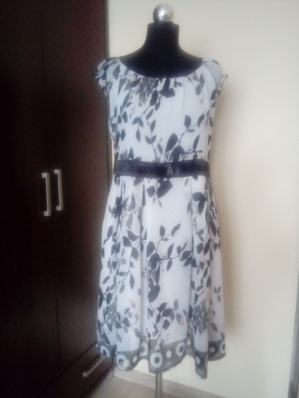 Biała sukienka w czarne listki rozmiar L XL...