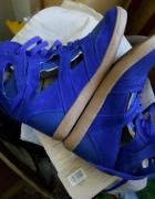 Sneakersy z dziurami River Island...