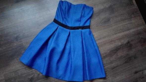 Rozkloszowana sukienka w kolorze chabrowym