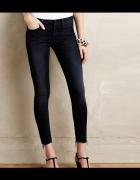 Czarne rurki skinny postrzępione nogawki...