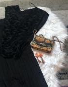 Czarna spódnica plisowana o czarna koszulka