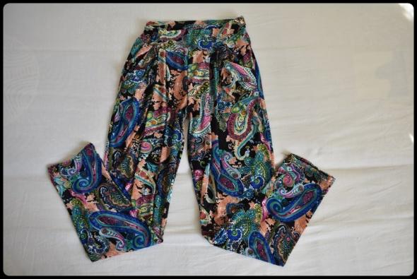 Kolorowe spodnie legginsy na gumce z kieszeniami 40 L...
