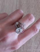Trzy srebrne pierścionki z cyrkoniami razem lub osobno...