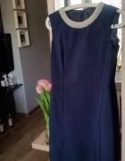 Granatowa sukienka z perłowym dekoltem