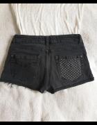 Jeansowe spodenki z naszywkami w gwiazdki S...