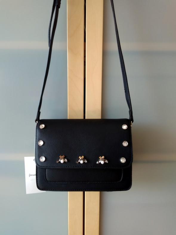 Nowa czarna torebka listonoszka ze zdobieniami Stradivarius