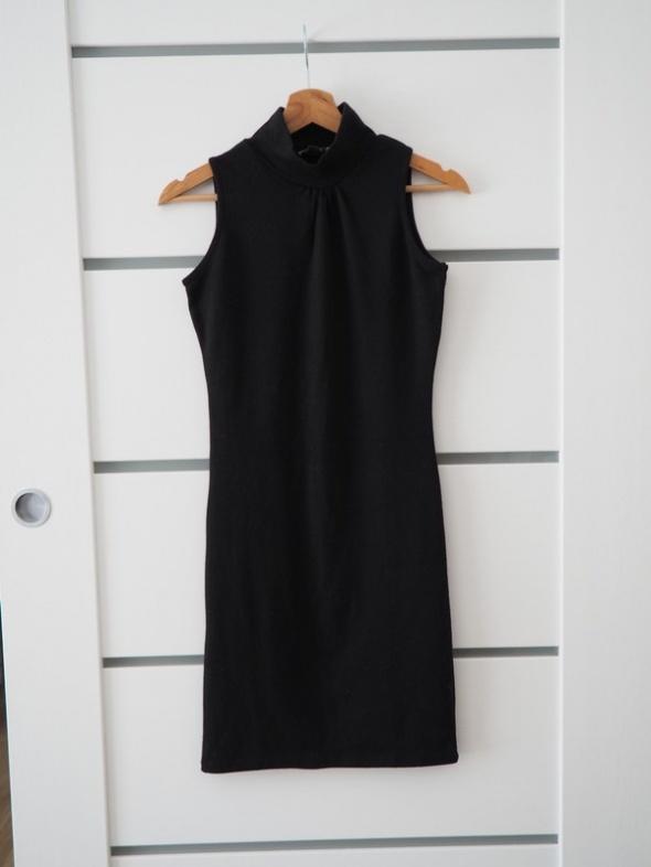 Sukienka mała czarna marki KOE S