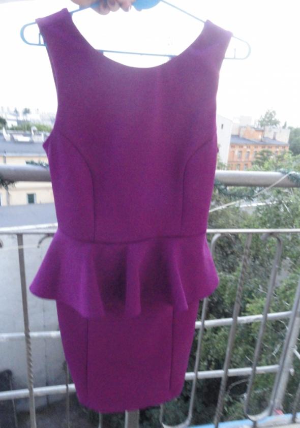 Piękna fioletowa sukienka Topshop z baskinką...