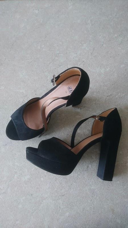 Piękne Eleganckie Wygodne buty na słupku H&M...