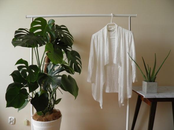 Cienka biała narzutka bluza sweterek