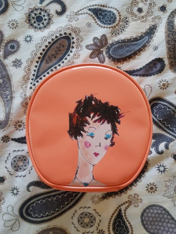 Brzoskwiniowa kosmetyczka Sephora