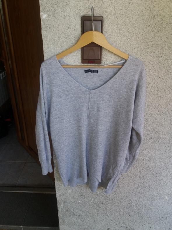 Szary sweter do szpica oversizowy...