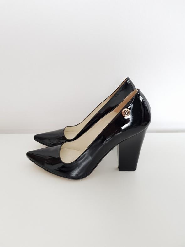 Czarne buty na obcasie Wolski 39