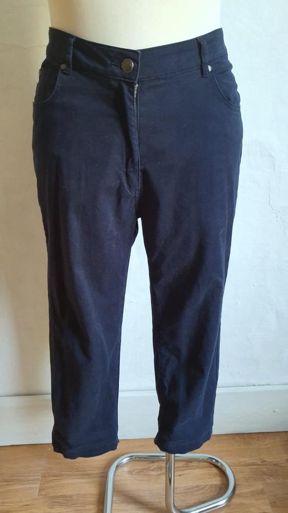 Granatowe spodnie 3 4 r 44