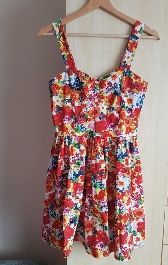 Kolorowa sukienka w kwiaty Atmoshpere