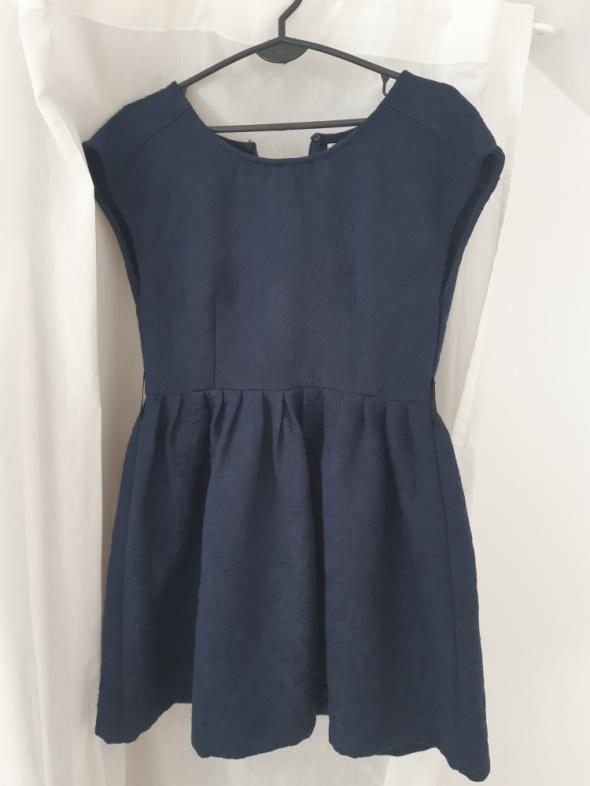 Granatowa sukienka na wiele okazji