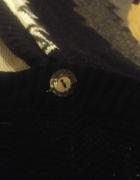 Sweterek narzutka bolerko zapinana na guziczki...