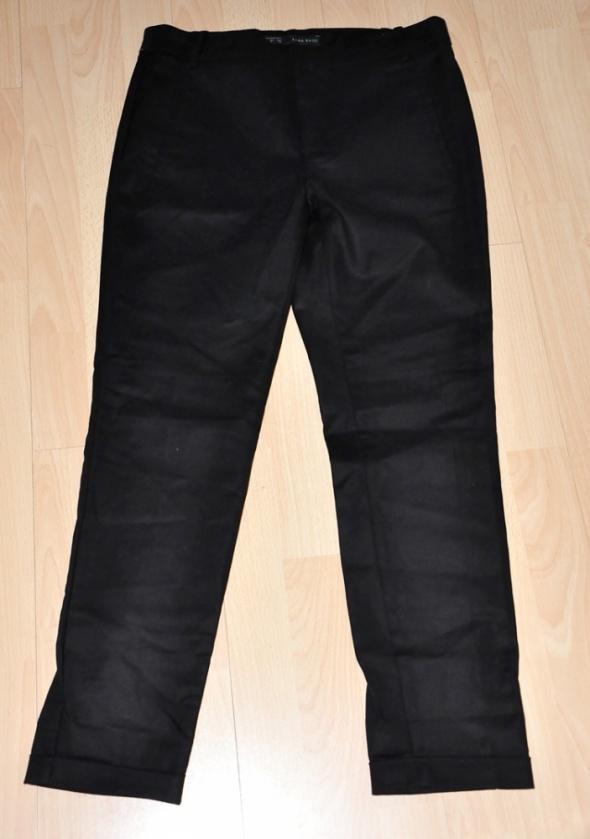 Czarne spodnie cygaretki Zara...
