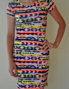 Sukienka w aztecki wzór