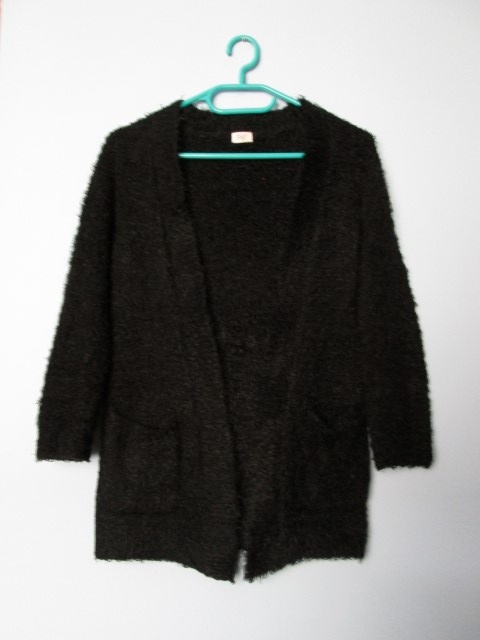 Swetry Czarny włochaty kardigan