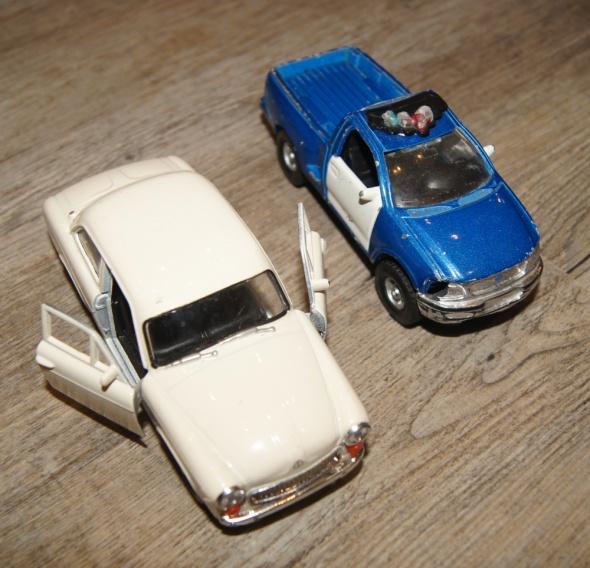 Autka samochody zestaw biały niebieski...
