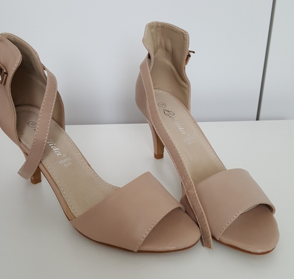 Sandałki beżowe Nowe