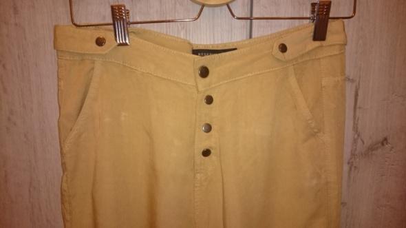 Spodnie Spodnie materiałowe reserved