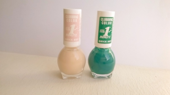 pudrowy i zielony lakier do paznokci...
