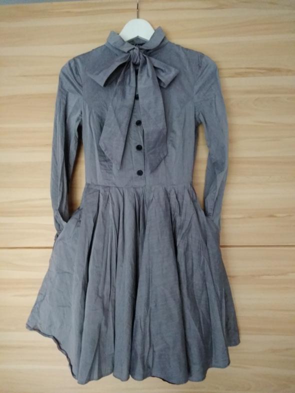Sukienka rozkloszowana z kokarda 36