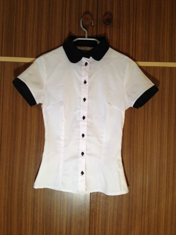 Koszula czarna biała elegancka krótki rękaw czarne
