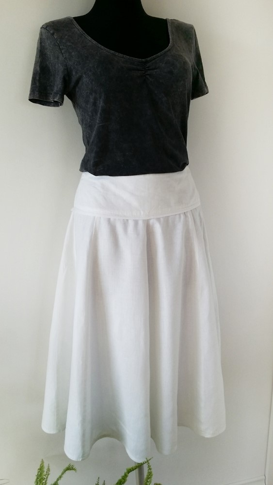 Letnia rozkloszowana spódnica lniana długość midi Quiosque 42