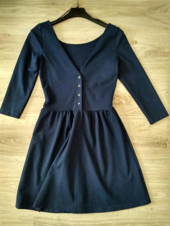 rozkloszowana sukienka Stradivarius 36...