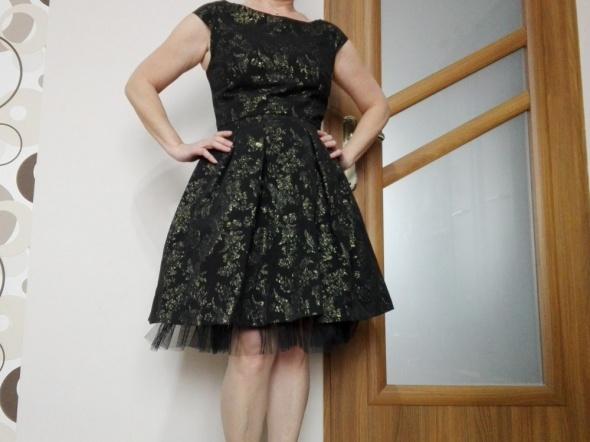 Sukienka czarno zlota