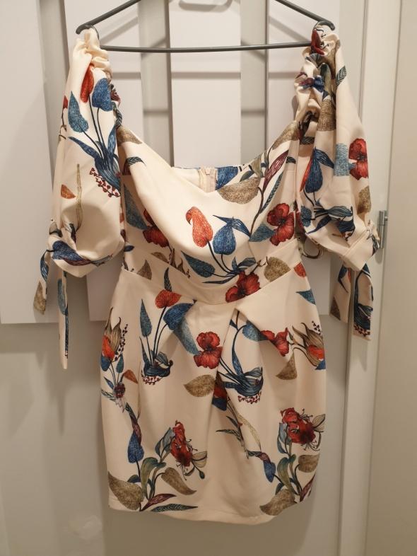 Sukienka nude w kwiaty...