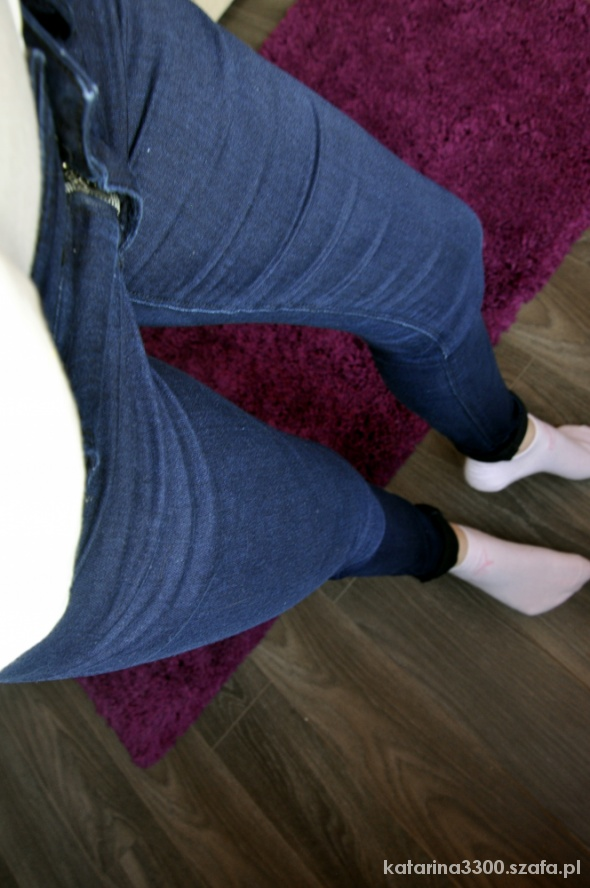 Ciemne spodnie BERSHKA...
