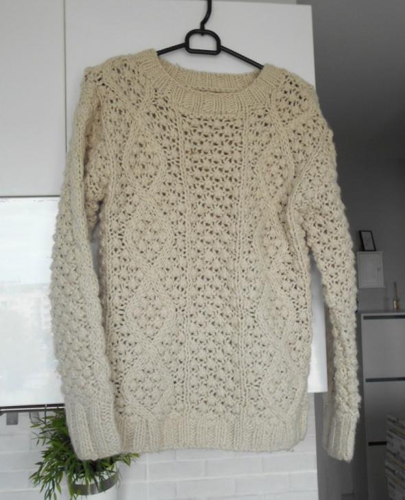 Swetry Clockhouse CA kremowy sweter ciepły warkocze