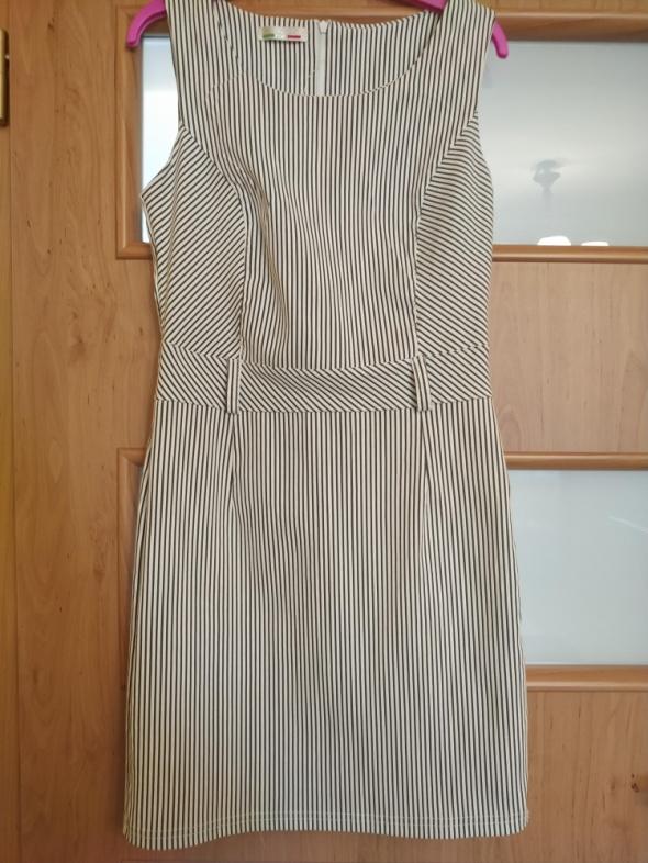 Super kobieca sukienka na co dzień...