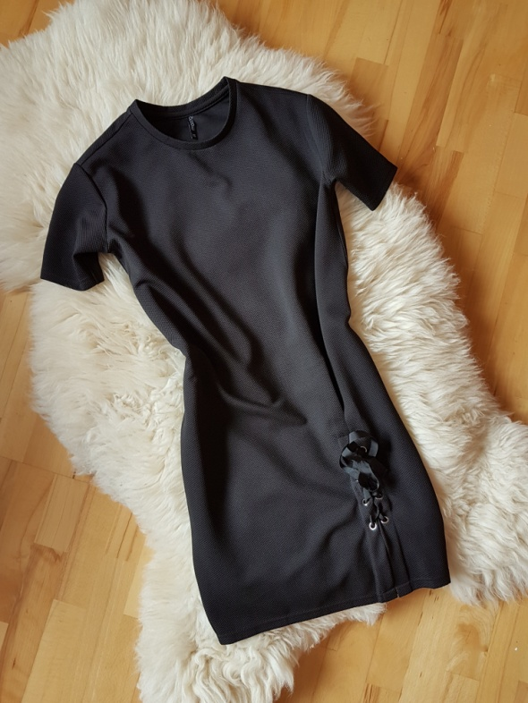 Czarna sukienka MOODO Oversize XS S
