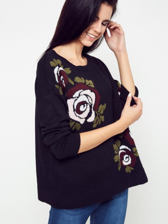 Sweter oversize z różami