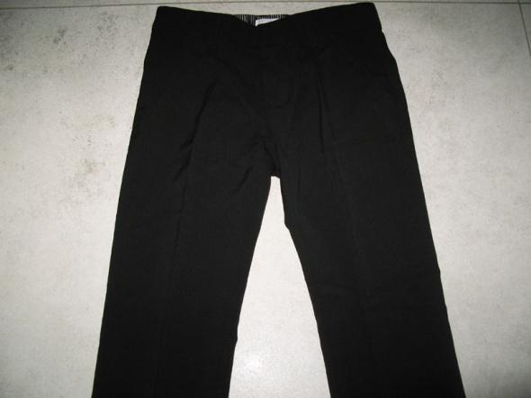 Spodnie i spodenki NAME IT czarne chłopięce eleganckie spodnie garniturowe roz 134
