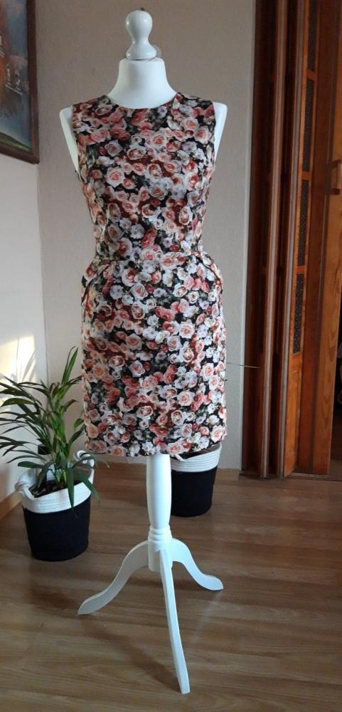 sukienka reserved w kwiaty ołówkowa