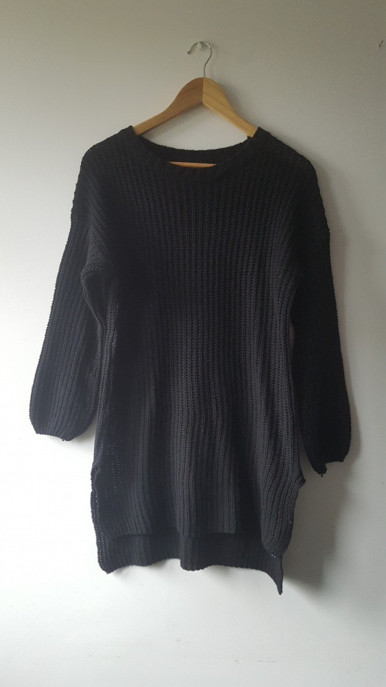 Czarny sweter z dłuższym tyłem bufiaste rękawy nowy