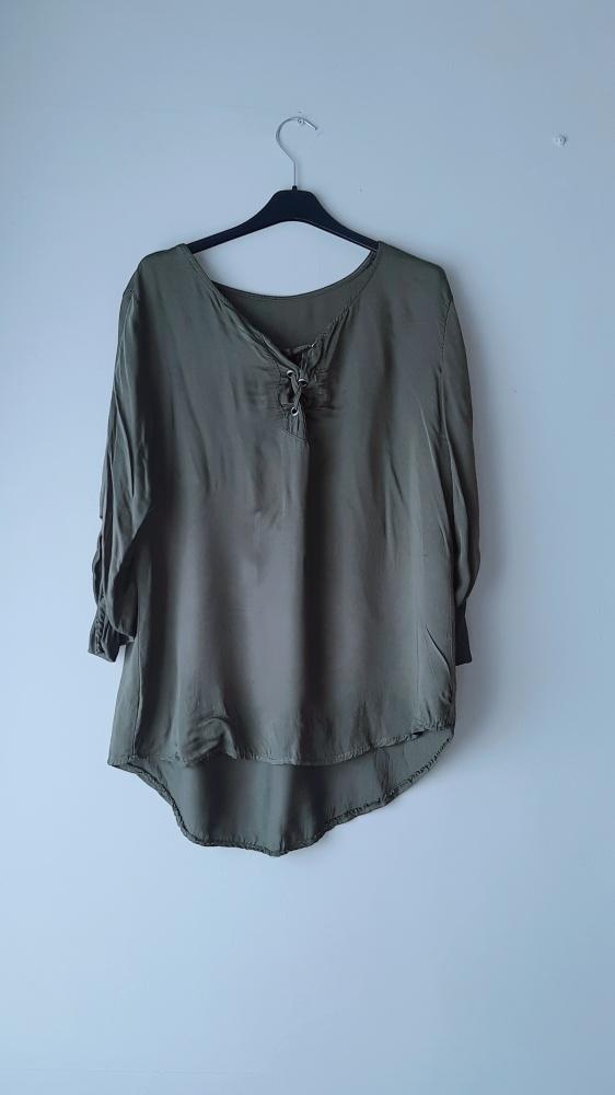 Idealna ciemnozielona bluzka wiązany dekolt...