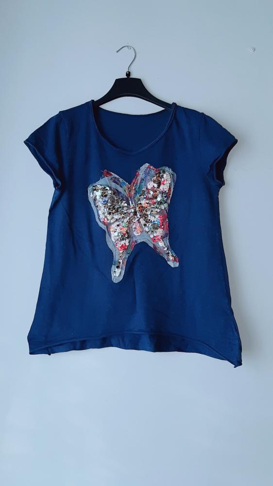 Granatowa bluzka z motylem...