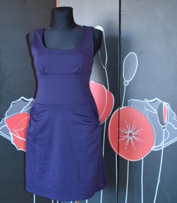 188 Loren Prosta klasyczna dzianinowa sukienka 40