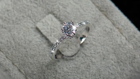 Pierścionki Nowy srebrny pierścionek 925 srebro cyrkonie kamienie diamenciki diament