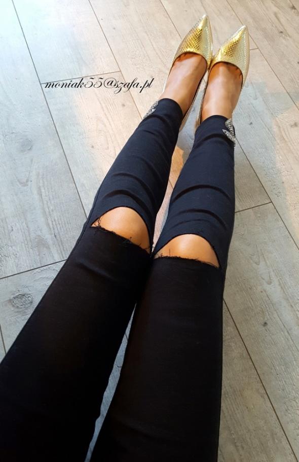 Czarne spodnie rurki srebrne zdobienia DZIURY