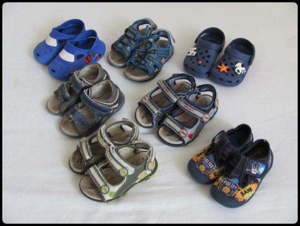 Zestaw butów rozmiar 23 i 24 razem 7 par sandałki i kapcie...