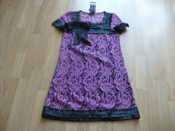 Śliczna koronkowa sukienka